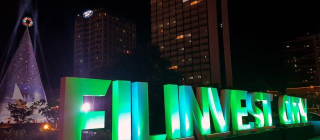 Feel the Sparkle of Christmas at Filinvest City